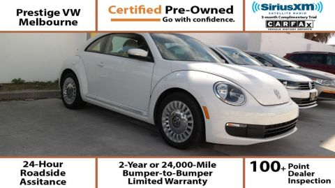 Certified Pre-Owned 2015 Volkswagen Beetle Coupe w/Sunroof